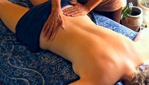Mujer masaje azul